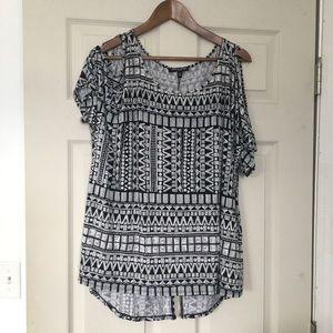 Cable & Gauge plus size Aztec print blouse 1X